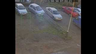 Девушка показала чудеса парковки. Выезд в парковки Мурманск 2013 один год стаж вождения.
