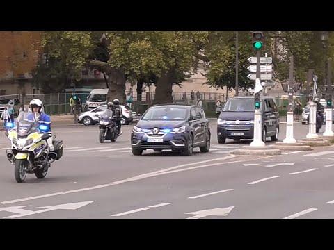 Rare prise: Le convoi du Premier ministre français bloqué.