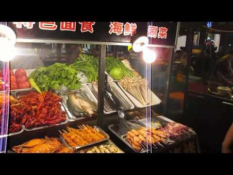 Visiting Snack Street In Luoyang