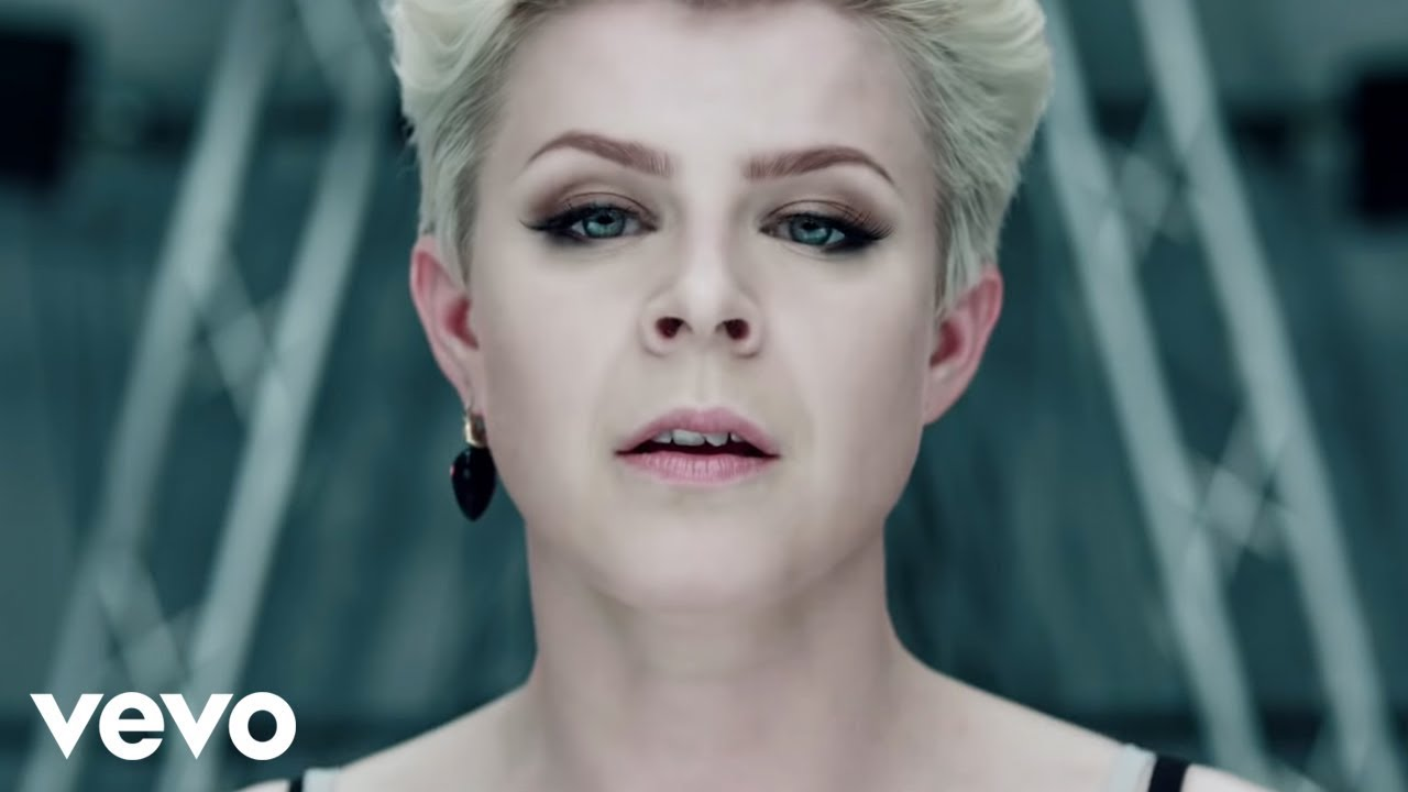 Robyn - Dancing On My Own (Official Video) - YouTube