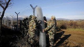 Macedonia: un nuovo muro contro i migranti. Filo spinato al confine con la Grecia
