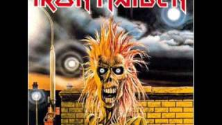 Gambar cover Iron Maiden - Prowler (With Lyrics)