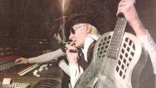 Watch Johnny Winter Drinkin Blues video