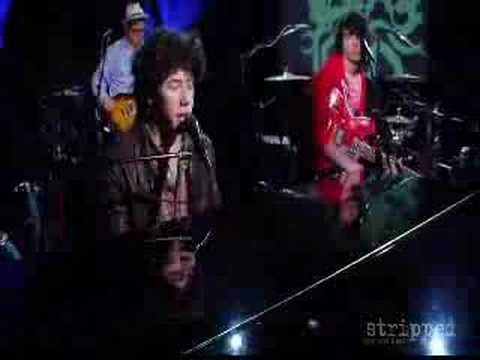 Nick Jonas - A Little Bit Longer (stripped) + download