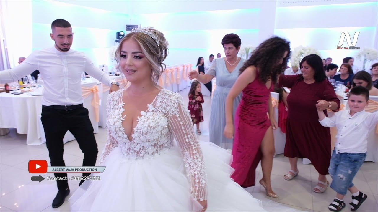 Download Nusja kercen me Familjen, Dasma e bukur Shqiptare 2021
