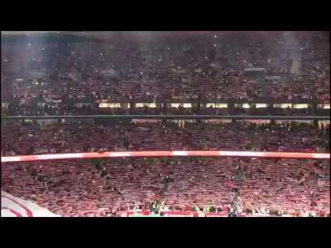 Los sevillistas combaten con cánticos y aplausos la pitada al himno en la final de Copa del Rey