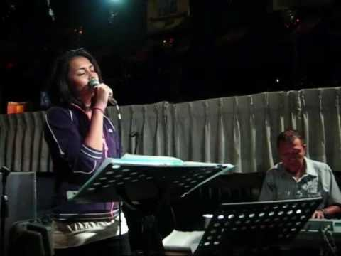 "YUMI (Standard Jazz) - ""Someone to Watch Over Me"" Live! @ Stone House"