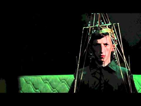 Totally Enormous Extinct Dinosaurs - Waulking Song [YouTube edit]