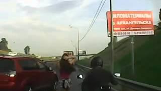Мужик трахнул девку на ходу)
