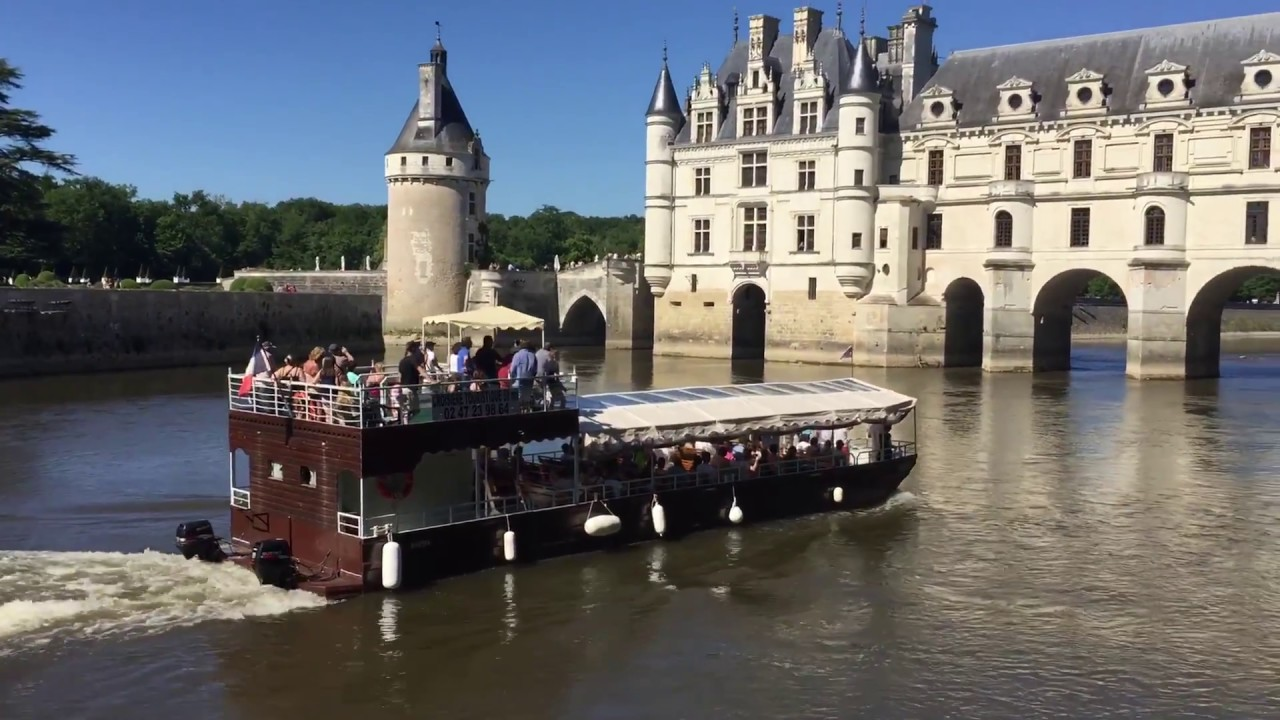 ch teau de chenonceau avec bateau sur le cher ch teau de la loire castle youtube. Black Bedroom Furniture Sets. Home Design Ideas