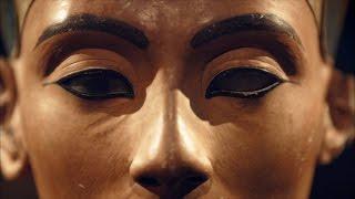 A Convicted Forger Calls Nefertiti