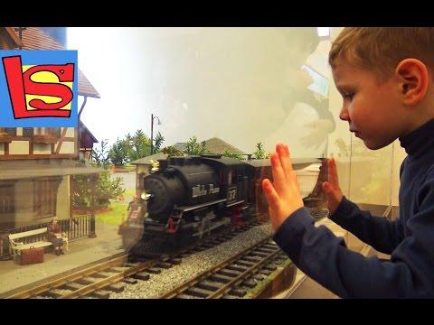 Большой магазин игрушек и Детская железная дорога за 700000 тысяч ЦДМ в Москве