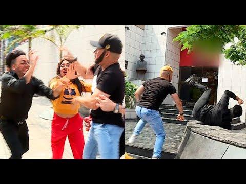 Erick Lasartén y Corto Hernández se agarran a golpes en plena calle   El Wasap de JB