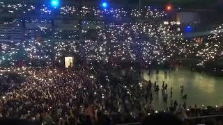 """Alfred cantando """"Que nos sigan las luces"""" en el concierto de Barcelona GiraOT/OPERACIÓN TRIUNFO 2017"""