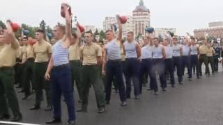 Курсанты Танкового института 100 раз подняли триколор весом 3 тонны