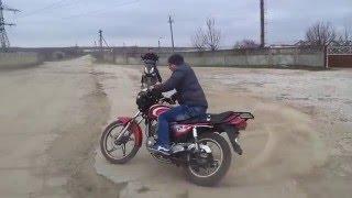Крутой дрифт на скутере и на мотоцикле.