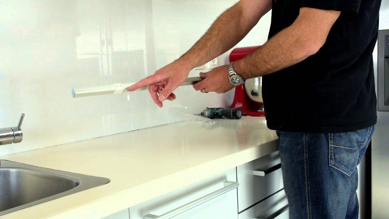 תאורת לד במטבח - התקנת תאורה מתחת לארון מטבח עליון