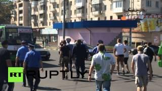 В Харькове активисты избили мужчину в футболке с надписью «СССР»(Мужчина в футболке с надписью «СССР» подвергся нападению активистов организации «Общественная стража»..., 2015-08-23T18:48:38.000Z)