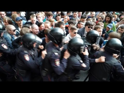 Arrests made at Moscow anti-corruption protest