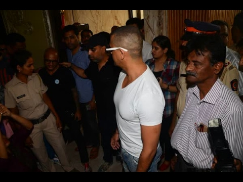 In Graphics: Bollywood Singer Sonu Nigam Shaves Off his Head