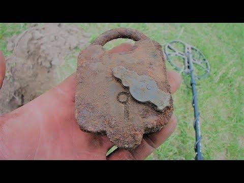 Metal Detecting & Digging A Deep Trash Pit