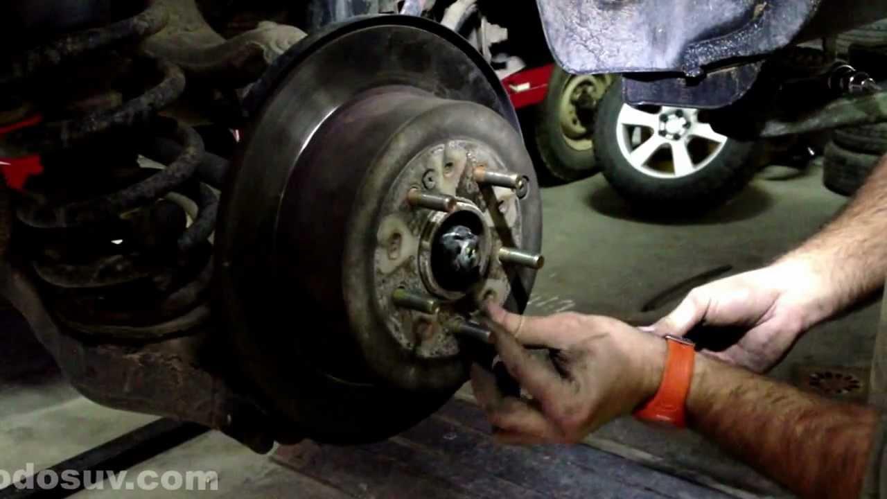 Cmo quitar los frenos traseros de un Ford F-150 1998