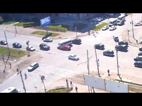 Smotriomsk.RU: Омск, камера на Жукова 101к1, ДТП, 11.05.2017, 14:53 (+06GMT)