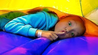 Nastya finge jugar hide and seek con papá | game play con Mi Mi Kids
