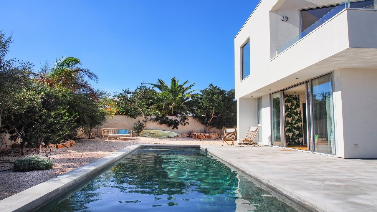 Moderno chalet con piscina y preciosas vistas al mar for Piscinas prefabricadas mallorca