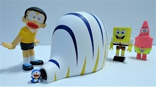 Spongebob and Patrick get stuck in Doraemon's Gulliver Tunnel!Doraemon's Secret tool!for kids!yupyon