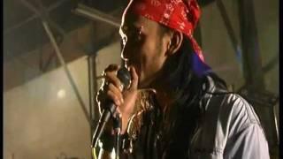 Tora Sudiro nyanyi 'with or without you'__ U2