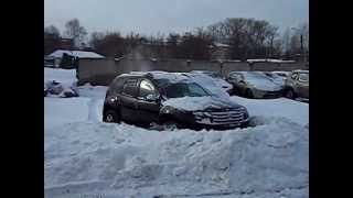 Renault Duster против сугроба(Если нет трактора для уборки снега, можно воспользоваться Дастером. Фотографии бюджетного внедорожника..., 2012-03-09T08:55:20.000Z)