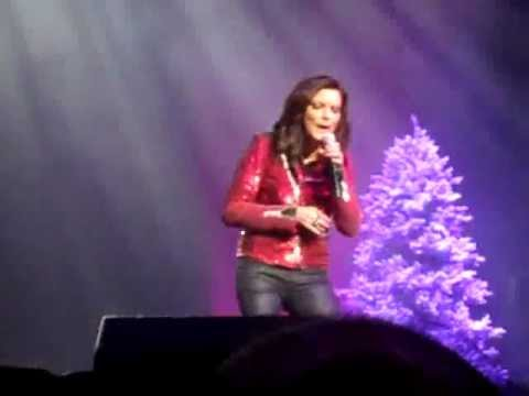 Martina McBride - All I Want For Christmas Is You  (Green Bay)