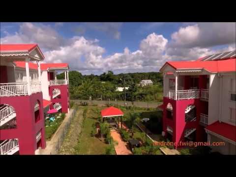 Visite aérienne de la résidence La Grivelière en Guadeloupe par drone.