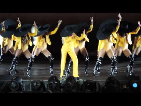 Beyoncé - Formation (Live at MetLife...
