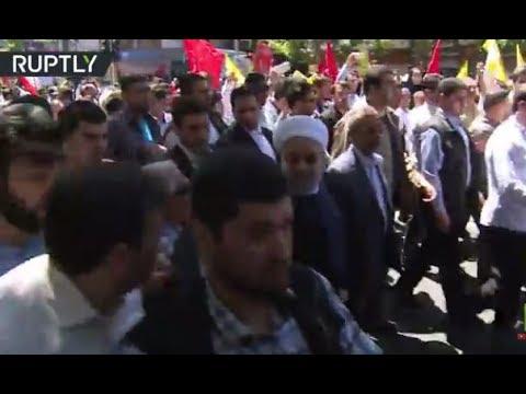 الرئيس الإيراني حسن روحاني ينضم لمسيرة المتظاهرين في يوم القدس العالمي