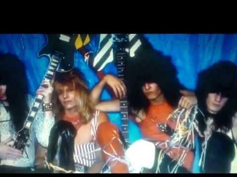 Mötley Crüe: Helter Skelter from album LIVE...
