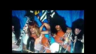 Mötley Crüe: Helter Skelter (*lyrics) from album LIVE...