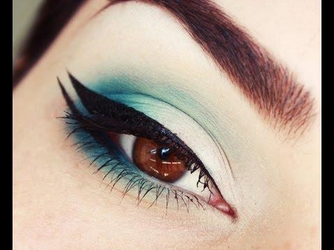 Double Winged Eyeliner and Gradient Aqua makeup tutorial