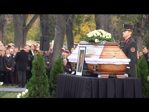 Éneklő tömeg és tülekedés Göncz Árpád temetésén