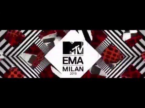Rihanna wins Best Female at MTV EMA 2015