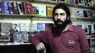 Səyyar satıcı kitab mağazası açdı