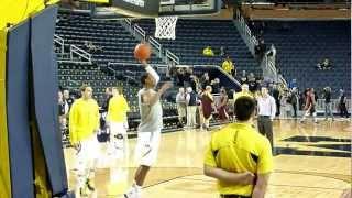Michigan basketball during warmups