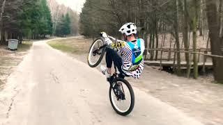 Езда на заднем колесе велосипеда обучение
