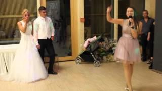 Сестрёнка поет на Свадьбе Брата