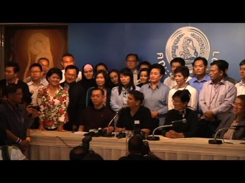Thai PM offers elections as opposition MPs quit en masse