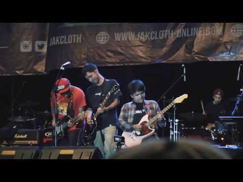 [HD] Payung Teduh - Akad VS Pee Wee Gaskins - Dari Mata Sang Garuda (Live at Jakcloth Banjarmasin)