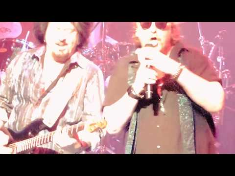 TOTO  Hold The Line LIVE at PDA Montréal Canada 2017
