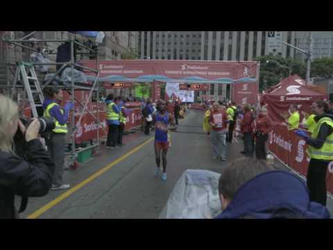 half-marathon-finisher-protests-at-the-2016-scotiabank-toronto-marathon