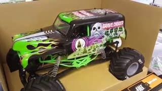 Axial SMT10 Grave Digger Unboxing
